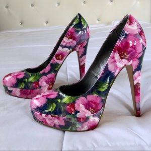 GUESS Floral sexy pumps